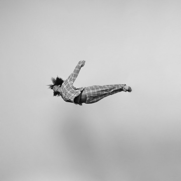 Energetic_Black_And_White_Portraits_Of_People_Captured_In_Mid_Jump_2014_05
